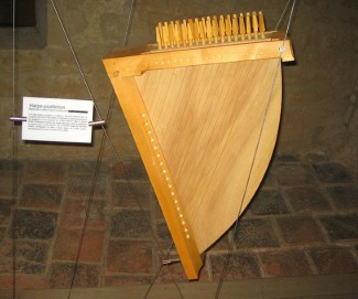 Harpe Psaltery from the middle ages at the Royal Abbey of Nieul sur L'Autise France (reproduction) From the 12th through the 15th centuries, psalteries are in evidence in manuscripts, paintings and sculpture throughout Europe. They vary widely in shape and the number of strings (which are often, like lutes, in courses of two or more strings). This Is the kind of instrument that a troubadour would have used to accompany his songs